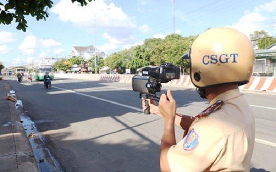 CSGT có được dùng điện thoại cá nhân chụp hình người vi phạm để xử phạt hay không?